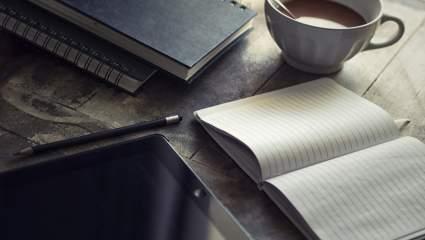 Denník pozitívne myslenia pri rannej kávičke