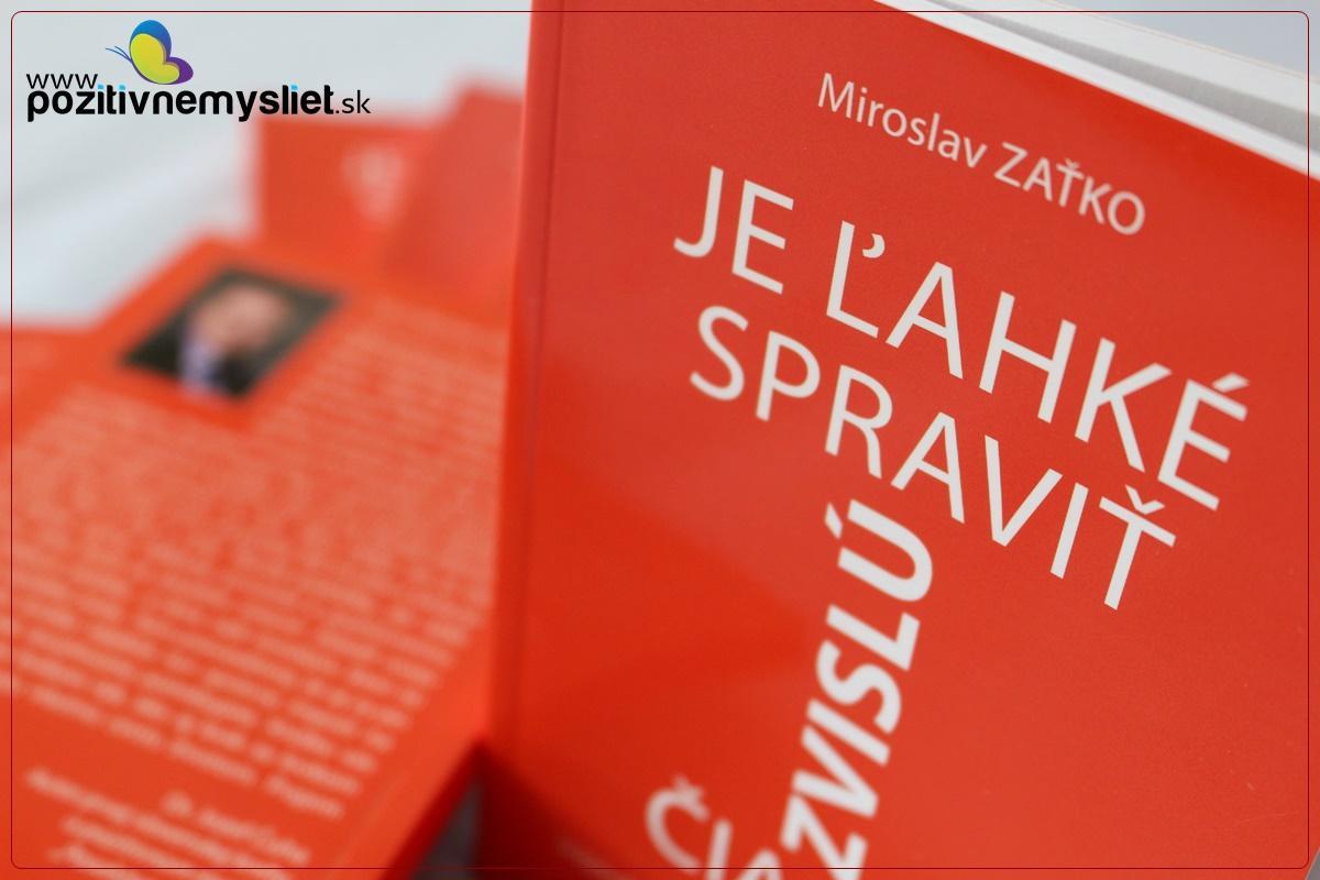 Oranžová obálka knihy Je ľahké spraviť zvislú čiarku.