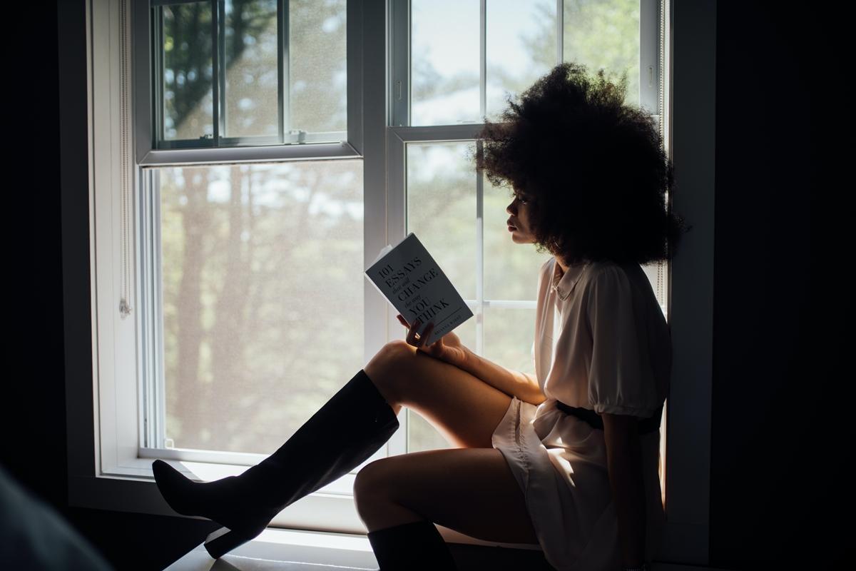 Čítanie, vzdelávanie je proste nevyhnutné. Stagnácia je cesta do záhuby. Knihy patria k nášmu životu.